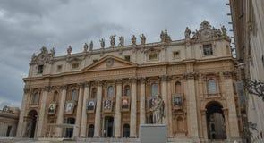 Helgon Peter Square med Sten Peter Basilica royaltyfria bilder