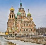 HELGON PETERBURG/RUSSIA-09 DESEMBER 2018: Kyrkan av frälsaren på Spilled blod, en av de huvudsakliga sikten av St Arkivbild