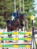 HELGON PETERSBURG-JULY 06: Rider Anatoly Timchenko på GANSKA i t Royaltyfri Bild