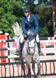 HELGON PETERSBURG-JULY 06: Rider Andis Varna på Coradina i cet Royaltyfria Bilder