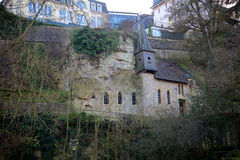 Helgon Quirin Chapel i den gamla staden av Luxembourg Royaltyfria Bilder