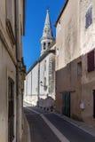 Helgon-Saturnin-les-benäget & x28; France& x29; med det kyrkliga tornet i bakgrund Royaltyfria Foton