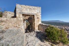 Helgon-Saturnin-les-benägna - Luberon - Provence - Frankrike Royaltyfri Foto
