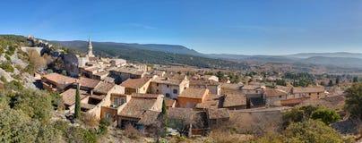 Helgon-Saturnin-les-benägna - Luberon - Provence - Frankrike Royaltyfri Fotografi