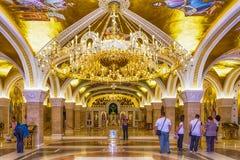 Helgon Sava Temple Golden Chandelier In Belgrade Serbien Fotografering för Bildbyråer