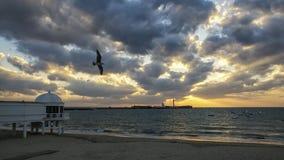 Helgon Sebastian Lighthouse på solnedgången Cadiz Spanien fotografering för bildbyråer