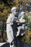 Helgon som bär ett barn på a Arkivbilder