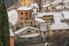 Helgon Stephen Church med snö - Verona Italy arkivbild