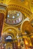 Helgon Stephens Cathedral Budapest Hungary för kupolbasilikabåge Royaltyfri Fotografi