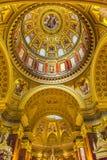 Helgon Stephens Cathedral Budapest Hungary för kupolbasilikabåge Arkivfoto
