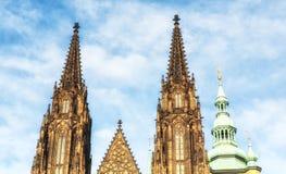 Helgon Vitus Cathedral Towers Arkivbild