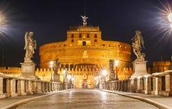 Helgonet Angel Castle och bro på natten, Rome, Italien Royaltyfri Bild