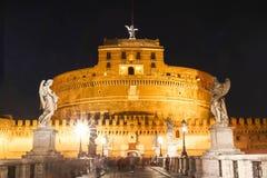 Helgonet Angel Castle och bro på natten, Rome, Italien Arkivfoto