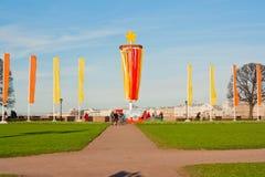 Helgonet-peterburg av Ryssland kan 07, 2011: Garnering av som spottas av Vasilyevsky Island i Victory Day på Maj 9 ST Royaltyfria Bilder