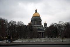 HelgonIsaacs domkyrka eller Isaakievskiy Sobor i St Petersburg, Ryssland Royaltyfri Bild