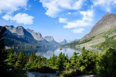 HelgonMarys sjö på glaciärnationalparken Royaltyfri Foto