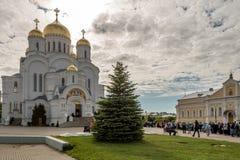 HelgonSerafim-Diveyevo för helig Treenighet kloster arkivfoton