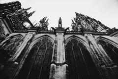 HelgonVitus Cathedral fasad, Prague arkivbild