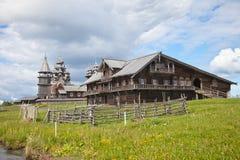 Helhet av Kizhi Pogost och objekt av träarkitektur Royaltyfria Foton
