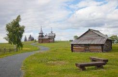 Helhet av Kizhi Pogost och objekt av träarkitektur arkivfoton