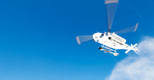 Heli Skiing Helicopter stijgt van een skihelling op Stock Afbeeldingen