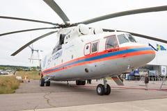 Helicóptero civil branco com propell Foto de Stock