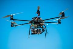 Helicóptero controlo remoto Fotos de Stock Royalty Free