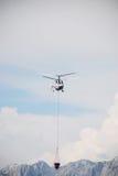 Helicóptero da luta contra o incêndio Fotografia de Stock