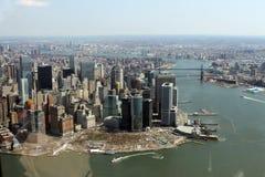 Helicóptero da skyline de New York City imagem de stock royalty free