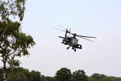 Helicóptero de ataque holandês de voo de Apache foto de stock