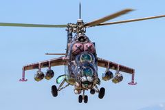 Helicóptero de ataque trasero militar de la milipulgada Mi-24 fotografía de archivo