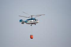 Helicóptero de combate ao fogo Foto de Stock Royalty Free