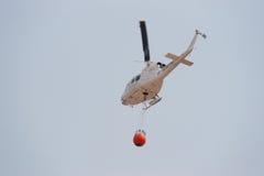 Helicóptero de combate ao fogo Imagem de Stock Royalty Free