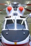 Helicóptero de la emergencia que se coloca en el hangar Fotografía de archivo libre de regalías