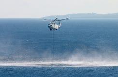 Helicóptero de la lucha contra el fuego Foto de archivo