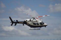 Helicóptero de NYPD foto de stock