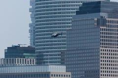 Helicóptero de NYPD no Lower Manhattan fotos de stock