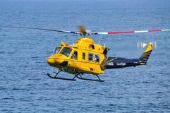 Helicóptero de RACQ CareFlight en vuelo Imagen de archivo libre de regalías