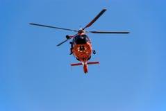 Helicóptero del guardacostas Fotos de archivo