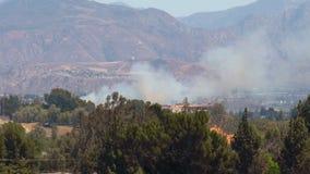 HELICÓPTERO del incendio fuera de control 1c almacen de metraje de vídeo