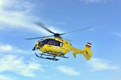 Helicóptero del rescate, Carinthia, Austria del sur Fotografía de archivo libre de regalías