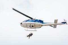 Helicóptero del rescate de la montaña Foto de archivo