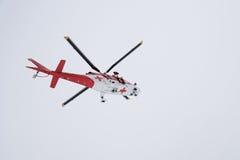 Helicóptero del rescate en la acción Fotos de archivo