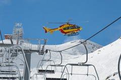 Helicóptero del rescate en las montañas Imagen de archivo libre de regalías
