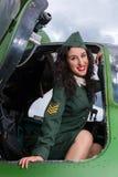 Helicóptero del vintage y soldado atractivo Foto de archivo