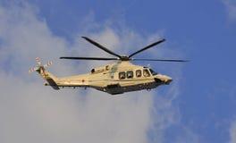 Helicóptero do papa Benedict XVI que sae do Vatican fotografia de stock royalty free