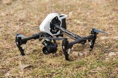 Helicóptero do quadrilátero do zangão na terra Imagens de Stock