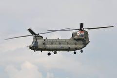 Helicóptero do salmão real Ch-47 imagens de stock royalty free