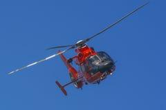 Helicóptero do salvamento em voo imagem de stock royalty free