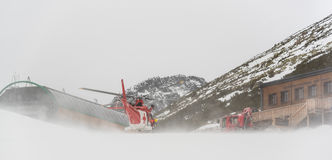 Helicóptero do salvamento na ação Foto de Stock